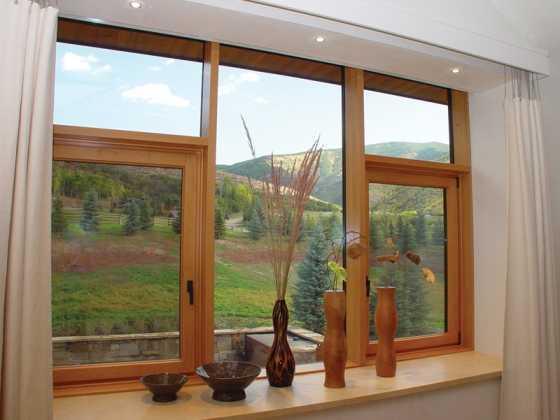 derevyannye okna so steklom